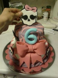 and her seccond birthday cake :) lucky girl