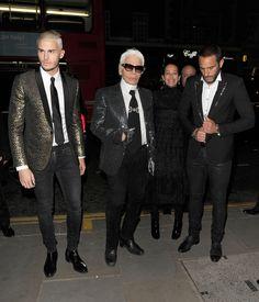 Karl Lagerfeld et Baptiste Giabiconi à l'inauguration de l'exposition Chanel, Mademoiselle Privé, à la galerie Saatchi à Chelsea le 12 octobre 2015