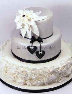 Le Delizie di Amerilde. Black and white. Elegant couture cake from www.ledeliziediamerilde.it