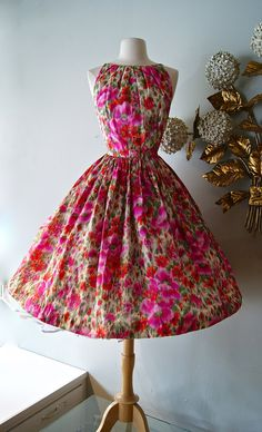 Vintage Dress Silk Poppy Print Dress by Mr. Mort ~ Vintage Floral Party Dress by xtabayvintage on Etsy Don't like pink all that much but this is super cute! Vintage 1950s Dresses, Vintage Wear, Retro Dress, Vintage Outfits, Vintage Floral, Vintage Clothing, Vintage Party, Vintage Style, 1950s Fashion
