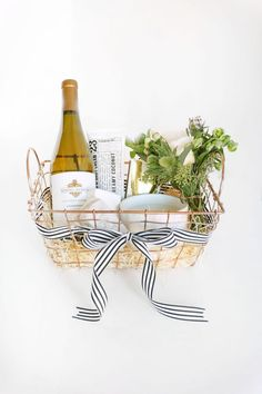 Ditch the Wine Bag: 3 Ways to Spruce Up Your Wine Gift | The Everygirl Diy Holiday Gifts, Homemade Christmas Gifts, Homemade Gifts, Christmas Diy, Christmas Music, Gift Baskets For Women, Wine Gift Baskets, Cadeau Client, Themed Gift Baskets