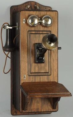 This is exact I think to what nana 'n papa had /// Western Electric Picture Frame Front Model 317 Cathedral Top Wall Telephone - Photo Courtesy of Morphy Auctions Radios, Antique Phone, Telephone Booth, Vintage Phones, Wooden Picture Frames, Old Wall, Old Phone, Vintage Walls, Vintage Antiques