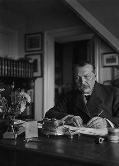 Sir Arthur Conan Doyle 1912 Photographer: ©E. Hoppé You know what? This is how we know he was just Watson's literary agent. His desk is way too neat for him to be a writer. Detective Sherlock Holmes, Sherlock Bbc, Sir Arthur, Arthur Conan Doyle, Scarlet, Scottish Authors, James Moriarty, Jeremy Brett, Dr Watson