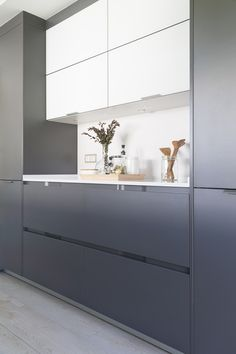 Today's contemporary designs reproduce the traditional modernist use of area, while restoring it with the toughness and convenience needed by the busy new generation. Interior Design Tips, Home Interior, Modern Kitchen Design, Decorating Tips, Contemporary Design, Cabinet, House, Furniture, Home Decor