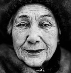 Martin Roemers - The Never-Ending War: Portraits of World War II veterans. Paulina Svyatogorskaya (Russia, was 16 when she joined the Red Army as a nurse. Sunday Readings, Old Folks, World Press, Francis Of Assisi, Red Army, Press Photo, The New Yorker, Lee Jeffries, Photojournalism