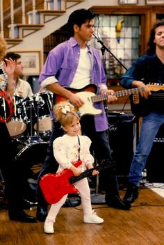 John Stamos (Jesse) and Ashley Olsen (Michelle) in Full House