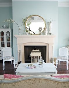 Pretty wall color for living room Formal Living Rooms, Living Room Sets, Living Room Decor, Living Spaces, Dining Room, Shabby Chic Living Room, Shabby Chic Homes, House Of Turquoise, Little Girl Rooms