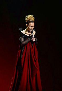 Vestido negro y rojo