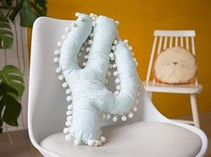 DIY-Anleitung: Kuscheliges Kaktus-Kissen als Kinderzimmerdeko selber nähen / DIY-tutorial: sewing cozy cactus pillow as children's room decor DaWanda.com