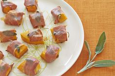 Butternut Squash and Prosciutto Bites - A perfect allergy-friendly Thanksgiving appetizer or side dish #recipe #healthy #yummy