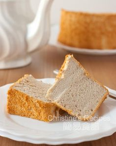 Fluffy banana chiffon cake is one of our all-time favourite Asian cakes. It& a good way to get rid of the ripe bananas. Delicious Cake Recipes, Dessert Recipes, Easy Recipes, Banana Chiffon Cake Recipe, Christine's Recipe, Malaysian Dessert, Cotton Cake, Asian Cake, Baked Banana