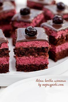 Chocolate cake with cherry cream Sweet Like Chocolate, Chocolate Cherry Cake, Chocolate Pancakes, Chocolate Desserts, Polish Desserts, Polish Recipes, Mini Desserts, Delicious Desserts, Sweet Recipes