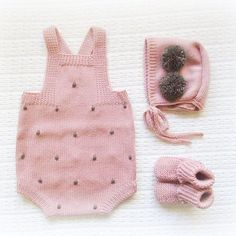 #babyclothing #babyclothes #babyknitwear #babyromper #romper #booties #babygirl #babyboy #yarn #instaknit #bunny #bebé #roupadebebé #stars #instababy #babyspam #flowers #handmade #pompons #babysweater #booties #babyboutique #babyfashion #bonnet #babybooties #mariacarapim #pink #nothingisordinary