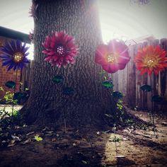 Metal flower Dahlia garden stakes
