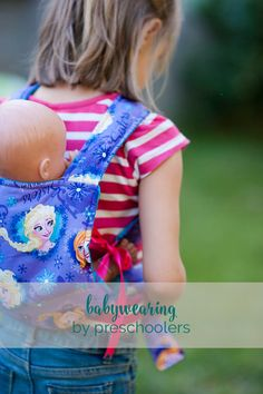 A sweet and easy baby carrier for playing babies