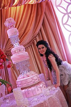 Pink Wedding Cakes Woah, what a cake! Great cake for a very pink wedding, a grand sweet sixteen or quinceanera! - Is your favorite among the most popular? Beautiful Wedding Cakes, Gorgeous Cakes, Pretty Cakes, Amazing Cakes, Extravagant Wedding Cakes, Royal Cakes, Crazy Cakes, Fancy Cakes, Desserts