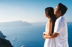 Breathtaking views of the Mediterranean in this Santorini engagement | Photo by Les Anagnou Photographers
