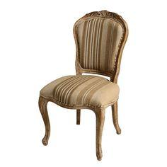 Cadeira Provence.    Cadeira com estrutura fabricada em madeira de carvalho americano. O encosto o assento são revestidos por tecido bege listrado refinado e durável. Com design provençal.  CorBege/Marrom  MaterialTecido/Madeira  MedidasLargura: 62 cm x Altura: 99 cm x Profundidade: 54 cm