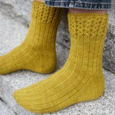 Crochet Socks, Knitted Slippers, Wool Socks, Slipper Socks, Knit Or Crochet, Crochet Granny, Loom Knitting Patterns, Knitting Stitches, Knitting Socks