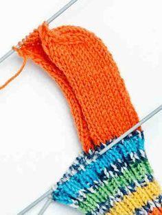 Villasukka sileällä kantapäällä Crochet Socks, Knitting Socks, Knitted Hats, Knit Crochet, Yarn Projects, Knitting Patterns, Winter Hats, Diy Crafts, Sewing