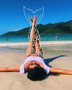 How to Take Good Beach Photos Summer Photography, Photography Poses, Fashion Photography, Forced Perspective Photography, Beach Vibes, Beach Look, Summer Pictures, High Level, Beach Photos