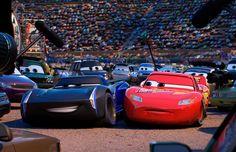 O ronco dos motores está a todo vapor para anunciar a volta de um veterano das pistas: Relâmpago McQueen.    Depois de um intervalo de s...