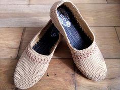Flip Flop Slippers, Shoe Pattern, Crochet Shoes, Pattern Making, Flip Flops, Toms, Espadrilles, Flats, Sneakers