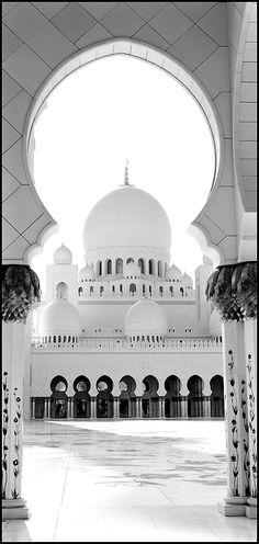 ABU DHABI - GRAND MOSQUE Mosque Architecture, Religious Architecture, Architecture Details, Beautiful Mosques, Beautiful Buildings, Beautiful Places, Mecca Wallpaper, Islamic Wallpaper, Tafsir Coran