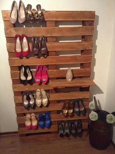 Pallets (need to add a wide lip for flats) Diy Projects Made From Pallets, Pallet Projects, Diy Craft Projects, Pallet Barn, Pallet Crates, Wooden Pallets, Free Pallets, Barn Wood, Safe Home Security