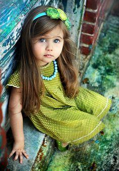 #cute #belle #yeau #bleus #robe #verte #bandeau #vert #cheveux #long #printemps