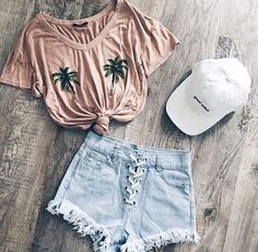 Just beachy love the palm tree shirt beach bound outfit Teen Fashion Outfits, Look Fashion, Outfits For Teens, Girl Outfits, Fashion Styles, Fashion Ideas, Cute Summer Outfits, Cute Casual Outfits, Stylish Outfits