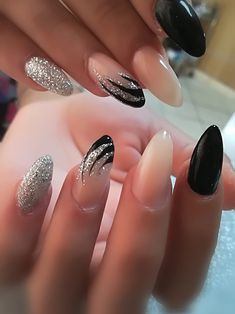 30 feenhafte Hochzeitsnägel für Ihren großen Tag Edeline ca nails Black Nail Designs, Simple Nail Designs, Nail Art Designs, Nails Design, Easy Designs, Silver Nails, Black Nails, French Nails, French Manicures