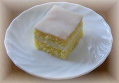 Piškot : 8 žloutků 20 dkg cukru kryst - šleháme přidáme kůru a šťávu z 1 citronu . Cheesecake, Cupcakes, Baking, Sweet, Recipes, Hana, Lemon, Bread Making, Patisserie