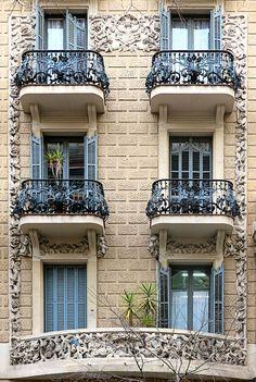 Barcelona - Pau Clarís 161 e Victorian Architecture, Classical Architecture, Interior Architecture, Best Places To Live, Cool Places To Visit, Balcony Railing Design, Barcelona Apartment, Decoration, House Design