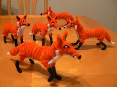 This doesn't give instructions but it shows how far we can go with pi… Foxes. This doesn't give instructions but it shows how far we can go with pipe cleaners! Pipe Cleaner Projects, Pipe Cleaner Art, Pipe Cleaner Animals, Pipe Cleaners, Fun Crafts To Do, Cute Crafts, Diy And Crafts, Fox Crafts, Animal Crafts