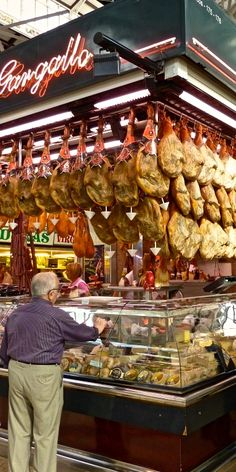Where can you try the best Spanish food and drinks? Anyone going to Spain who wants to taste the delicious typical Spanish meals and tapas can choose betwe Spanish Kitchen, Spanish Wine, Best Spanish Food, Serrano Ham, Different Wines, Big Salad, Fun Cup, People Eating, Grilled Meat