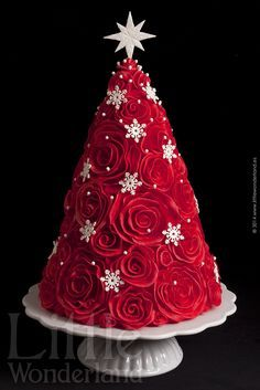 Christmas-tree-cake translate button at the bottom, but no directions Christmas Themed Cake, Christmas Cake Designs, Christmas Cupcakes, Christmas Sweets, Noel Christmas, Christmas Goodies, Christmas Baking, Christmas Themes, Christmas Wedding