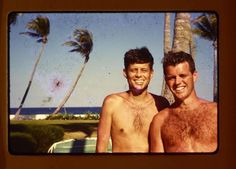 Les Kennedy, John Kennedy Jr, Caroline Kennedy, Jfk Jr, Celebrities With Glasses, Celebrities With Cats, Celebrities Then And Now, Celebs, Greatest Presidents