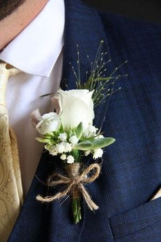Twine just like burlap is amazing for rustic weddings, it's very budget-friendly and looks amazing. How can you use twine in your wedding decor? #weddingdecoration