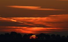 Sunset 2011-10-31  More on Click here for website! or Click for Gallery!  11N_5280R1C sunset,oktober,laatste,dag,zonsondergang,grens,Groningen,Drenthe,Honds rug,zon,ondergaand,