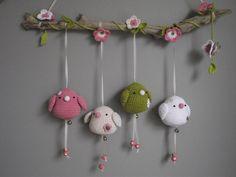 Heel schattig die vogeltjes aan lintjes    voor vilt kijk op http://www.bijviltenzo.nl/