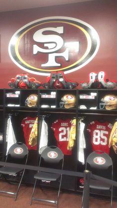 San Francisco season ticket holders were invited out to Candlestick Park where they were able to tour the locker room! Nfl 49ers, 49ers Fans, Candlestick Park, Candlesticks, Forty Niners, Ticket Holders, Season Ticket, San Fransisco, San Francisco 49ers