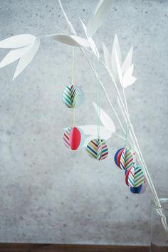 手作りで長く飾れる笹の完成。白い笹はぐっとモダンで、お部屋のインテリアともマッチするはず。/手作り七夕クラフト(「はんど&はあと」2013年7月号)