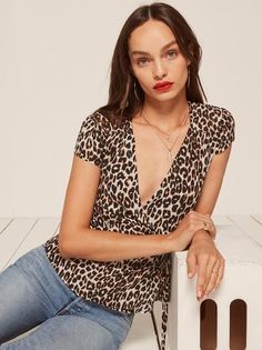 Cute top. This is a bra friendly, wrap top with a v neckline and cap sleeves.