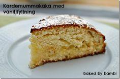 Igår, lagom till Svenska Hollywoodfruar så slog jag ihop en mumsig Kardemummakaka med vaniljfyllning. Gud så god den blev! Vaniljfyllningen lyfter verkligen hela kakan och sen är den ju så enkel att göra!   6 dl vetemjöl 2 tsk bakpulver 2 dl strösocker 2 tsk kardemumma 100 g smör, rumstempererat 2 ½ dl mjölk […]