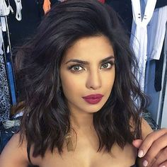 Long bob hairstyles 332984966190672545 - The Beauty Breakdown: The Cutest Celeb Bobs and Lobs (and How to Wear Them) Medium Hair Styles, Curly Hair Styles, Hair Medium, Medium Cut, Medium Brown, Curling Iron Short Hair, Waves With Curling Iron, Hair Trends, Hair Colors