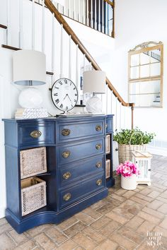 Why You Should Only Use Chalk Paint to Paint Furniture? Why You Should Only Use Chalk Paint to Paint Furniture? Mary Jane Watson boogiewithstew Painted Furniture / AS Reasons why […] painted furniture Blue Painted Furniture, Chalk Paint Furniture, Furniture Projects, Furniture Makeover, Cool Furniture, Furniture Design, Painted Chest, Navy Blue Furniture, Furniture Websites