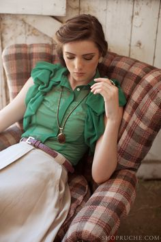 vintage hair with vintage outfit // love the green color!