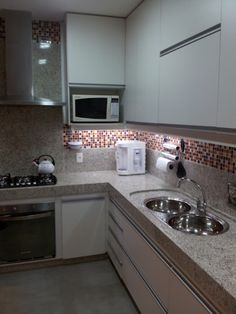 iluminação nova Dirty Kitchen, New Kitchen, Kitchen Dining, Kitchen Cabinets, Beach House Kitchens, Cool Kitchens, Home Decor Kitchen, Kitchen Interior, Kitchen Chimney