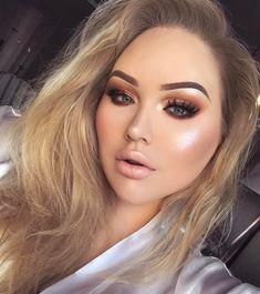 "Gefällt 348.5 Tsd. Mal, 1,820 Kommentare - ˗ˏˋ NikkieTutorials ˎˊ˗ (@nikkietutorials) auf Instagram: ""On my way to pick up an award like... ✨ __ __ Glow: #makeupforeverus Star Lit Powder 13 —…"""
